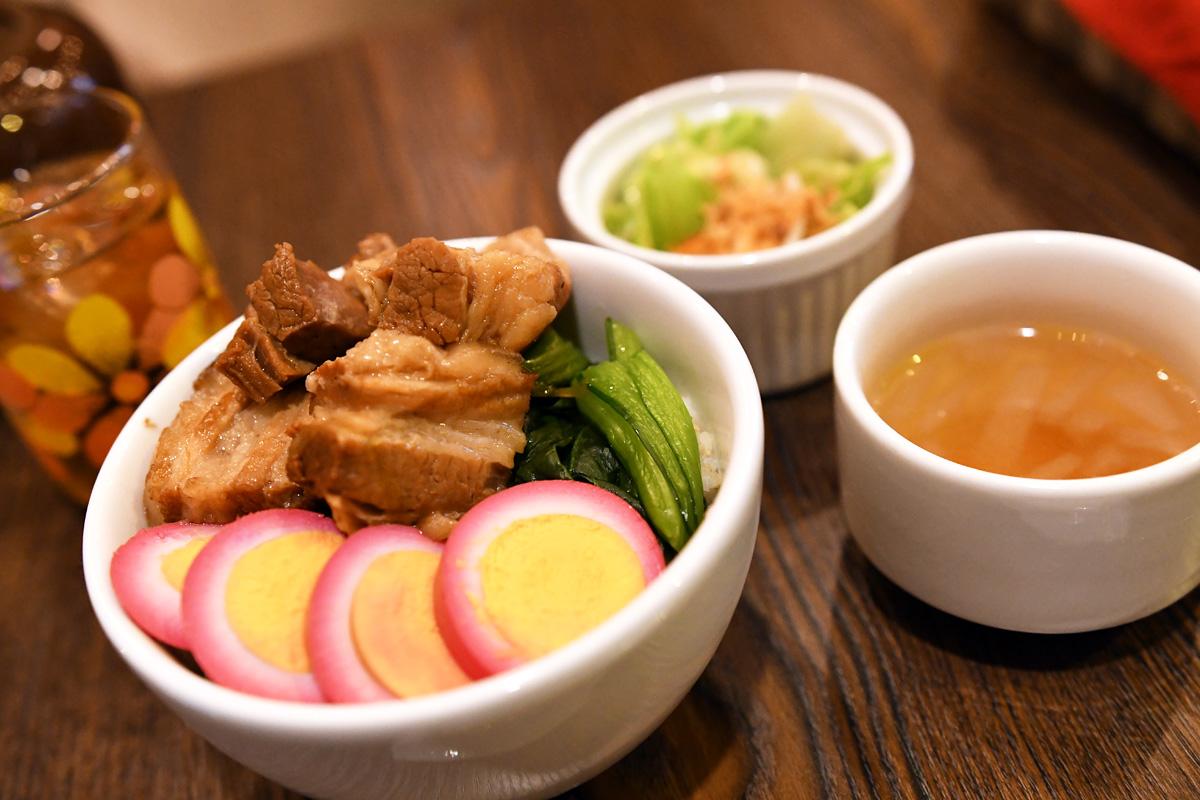 喫茶ネグラの『魯肉飯(ルーローハン)』1000円(税込)