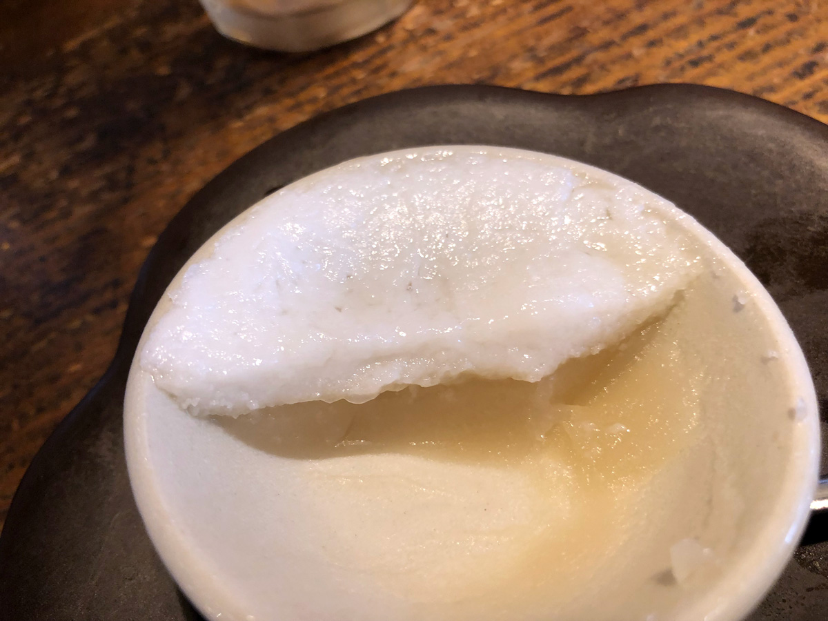 セットのデザート、ココナッツミルクとライスの2層に分かれたライスプディングが優しい甘さでこれまたおいしい