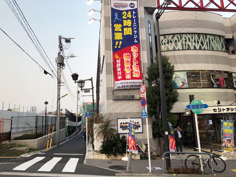 「下北沢東自転車等駐車場」は小田急線跡地とセントラルスポーツの間にある道の先に開設されました