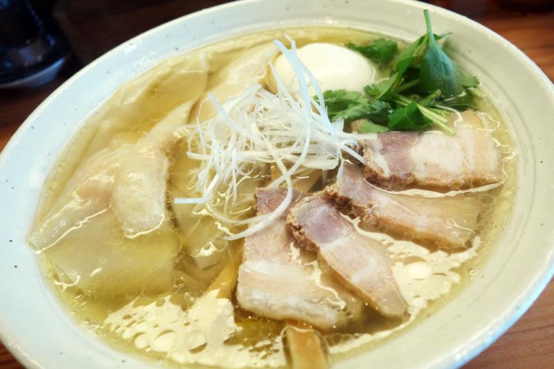『純手打ち 麺と未来』の「特製塩らーめん」980円(税込)