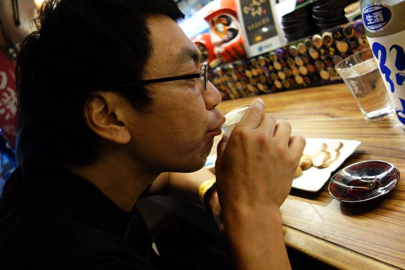 日本酒を飲む姿が様になってるなぁ、まつなりさん