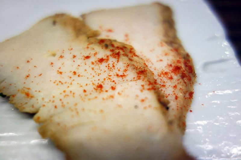松成「鶏肉の燻製は、ちょうどいい感じのおつまみになりますね」