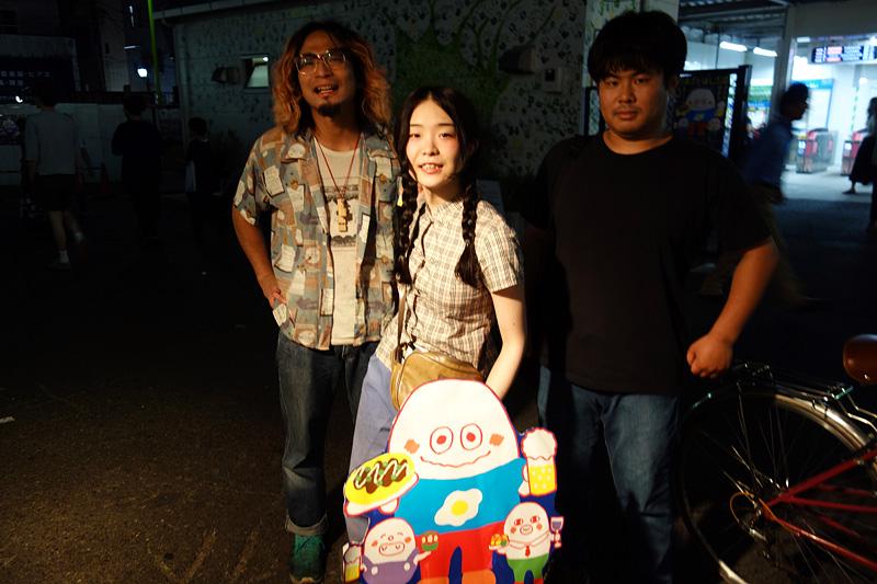 今回参加いただくのは「のっぺら」の3人。左からベースの飯田さん、アコーディオンの高林さん、ギターボーカルの小棚木もみじさんです
