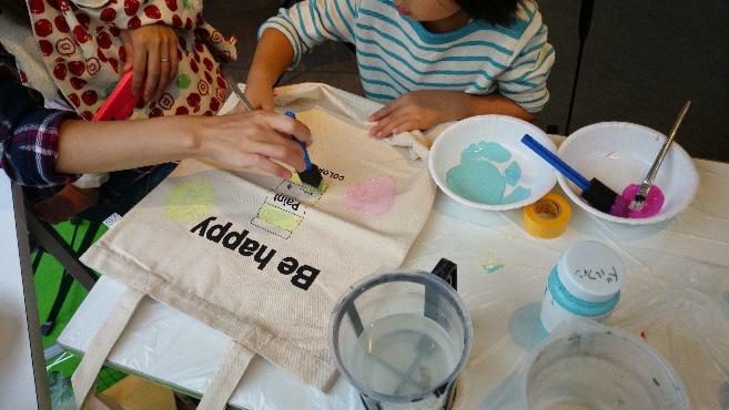 カラーワークス ワークショップ「ペイントで、世界に一つだけのバッグを作る!」