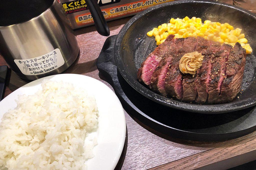 ランチタイムの「ワイルドステーキ 300g」1390円(税抜)