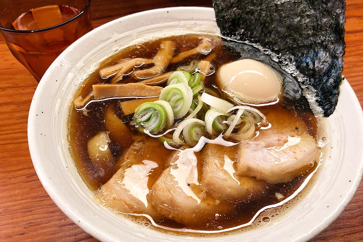 麺と未来の「特製醤油らーめん」1000円(税込)