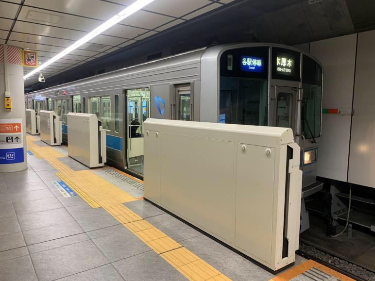 小田急線下北沢駅地下一階ホーム