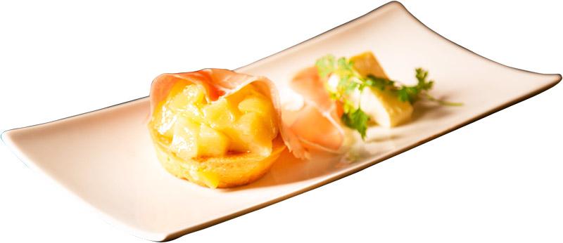 art ReG cafe 『デザート!生ハムロースと白桃のタルト』