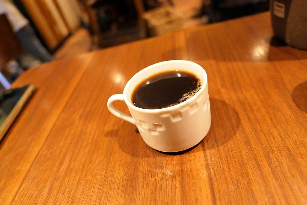 そして、うれしいコーヒー付き。こちらのコーヒーは近くにあるこはぜコーヒーのパンニャブレンドです