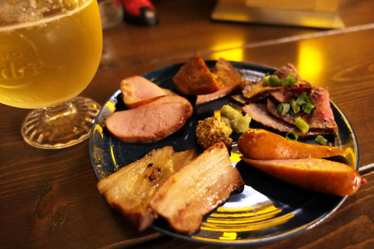 Dining Bar U7の「燻製お肉の5種盛り合わせ」