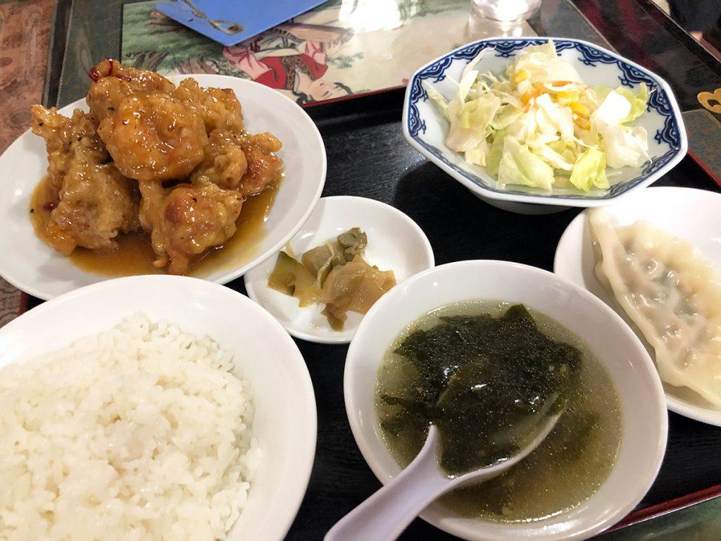 新雪園の『乾烹鶏塊(鳥の唐揚げ甘酢辛味)』850円(税込)