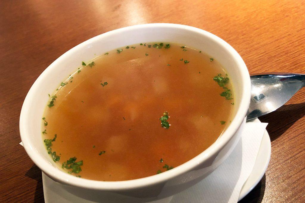シンプルでありながらしっかりした味わいのスープ