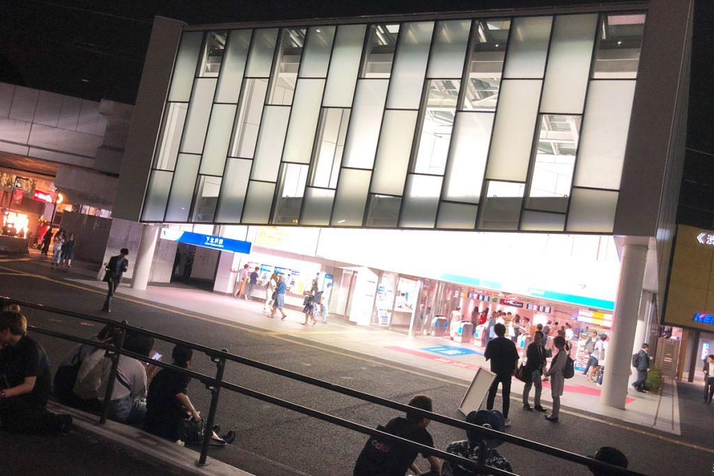 下北沢駅前に暫定で生まれた広場