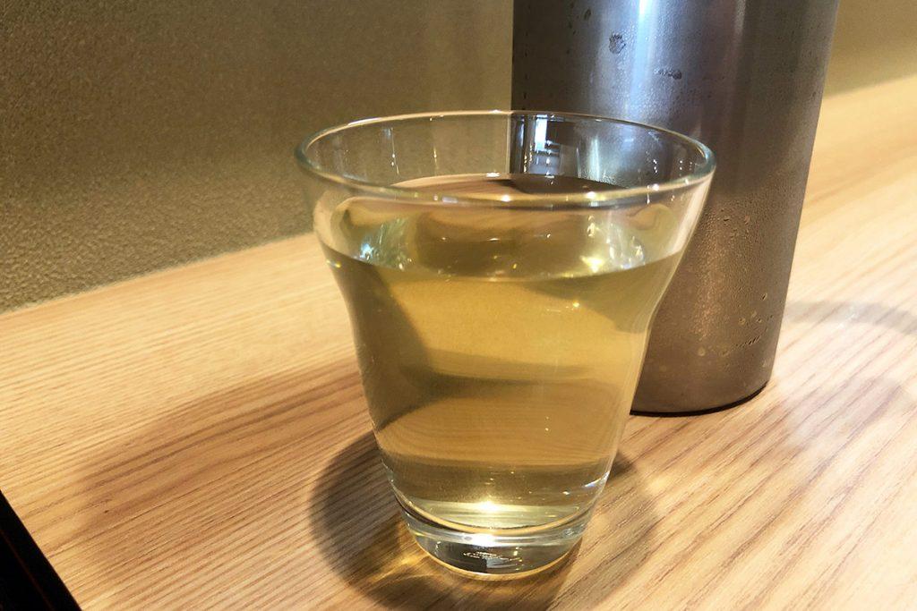 お茶はもちろん蕎麦茶、なんだけどとてもまろやかで優しい旨味が感じられる、これまた初めての味わい