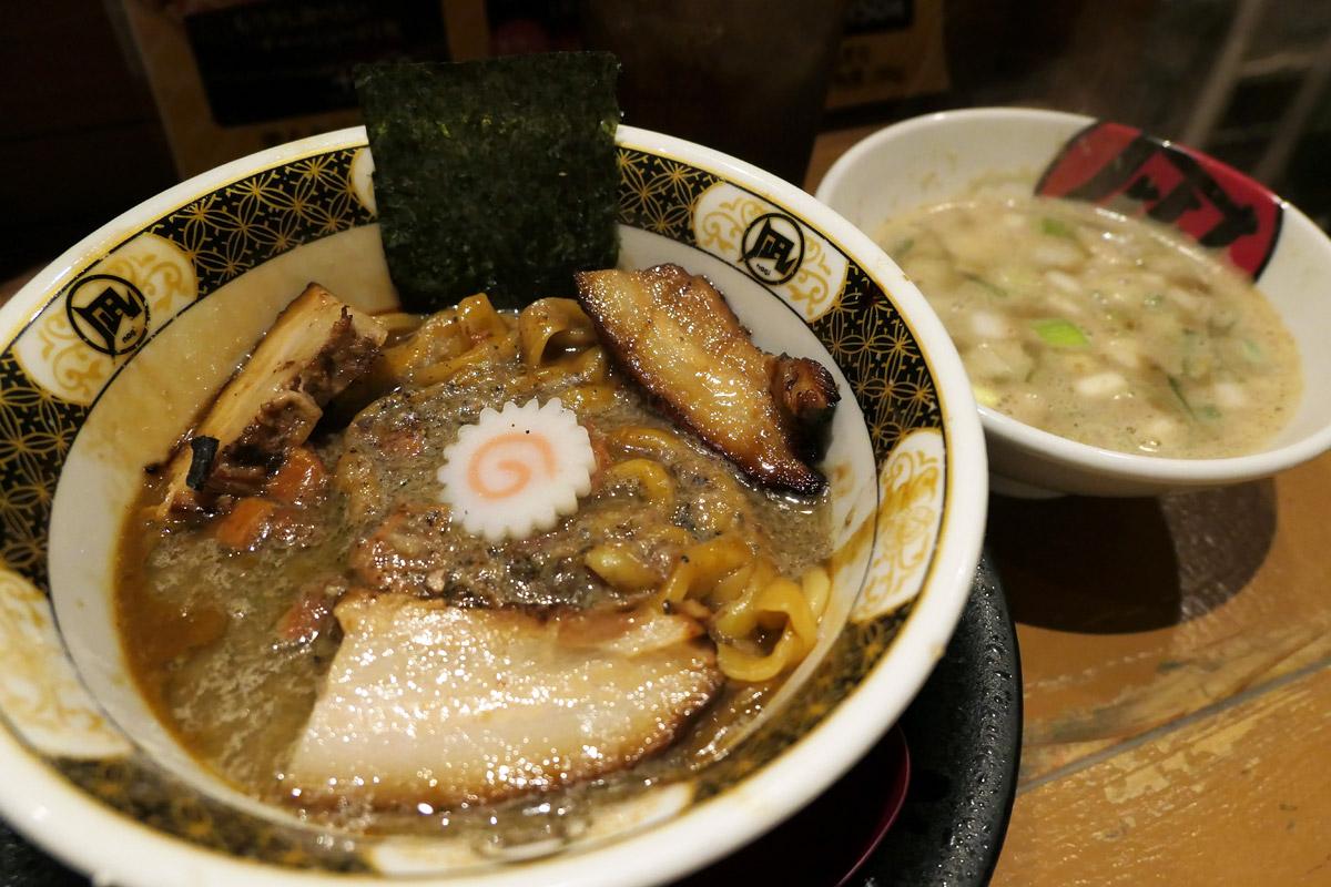 ラーメン凪 下北沢店の『煮干鱗の銀カレー ご飯or麺 (すごい煮干スープ付) 』