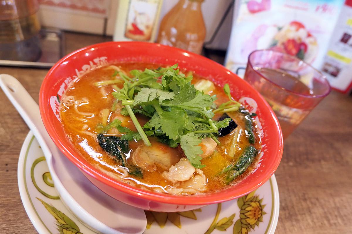 太陽のトマト麺 下北沢支店の『太陽のグリーンスパイストマト麺(グリーンカレー×トマト麺)』
