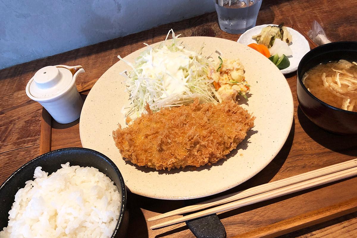 yuzukiの「メンチカツ定食」900円(税抜)