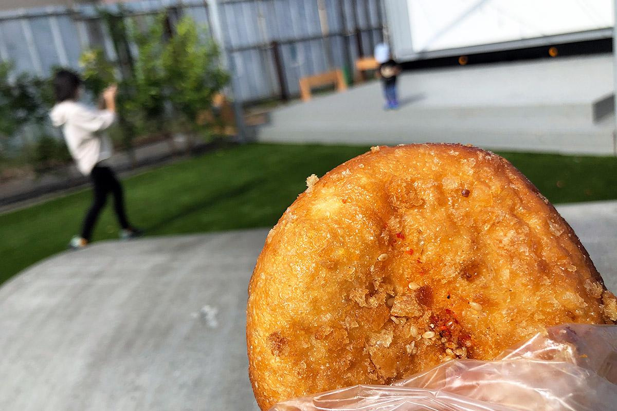 「池波正太郎氏私が愛したスパイシーカレー」という、辛口のカレーパン