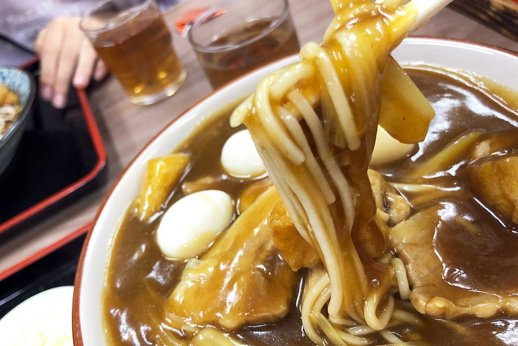 広栄屋で最も食べているメニューがカレー蕎麦、変わらないおいしさ