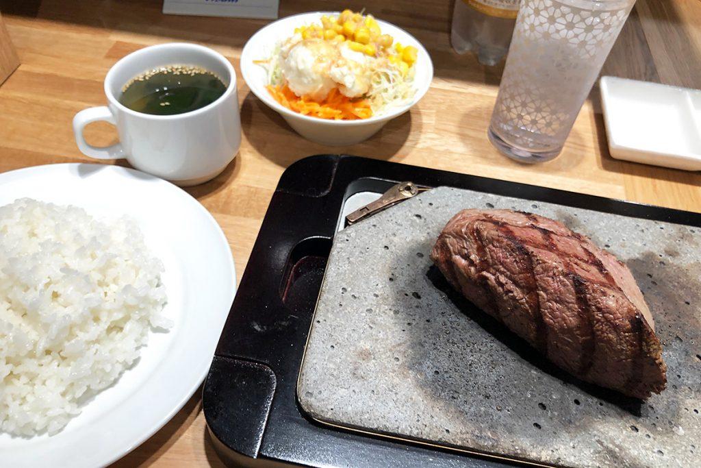 「松ステーキ 200g」1000円(税込)と「ライス 並」150円(税込)