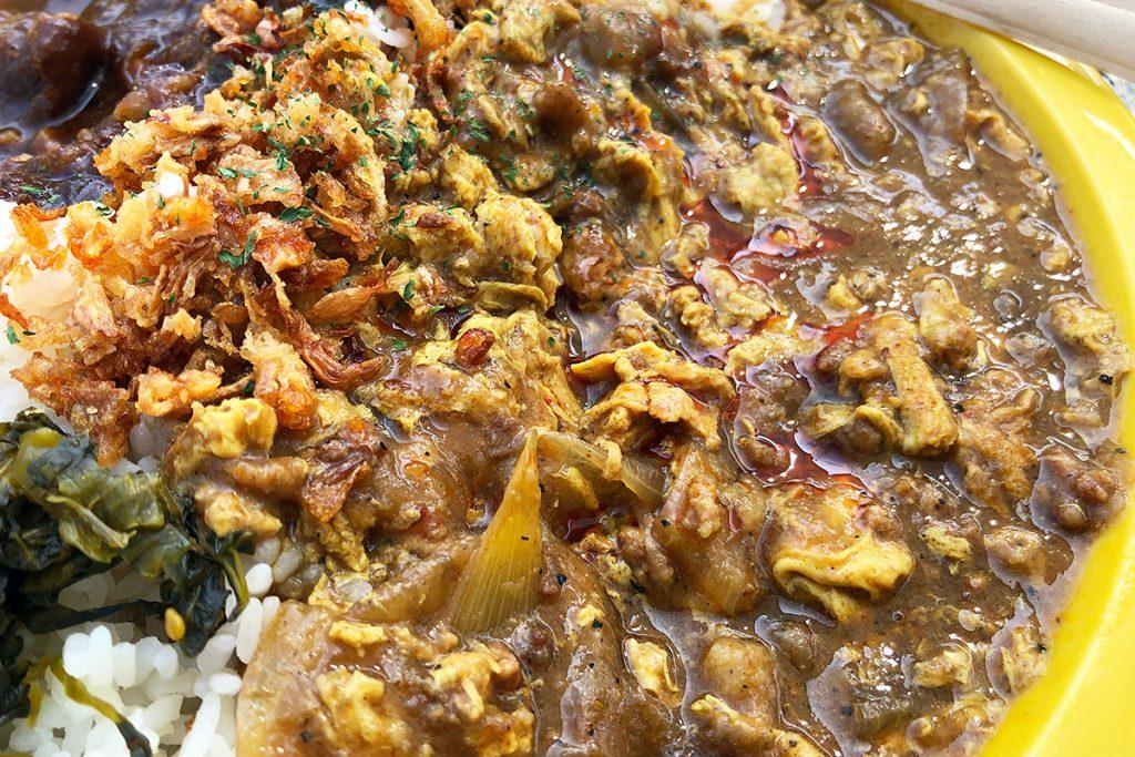 「パッポンカリー」はタイのカレーでカニと卵が入っています。めっちゃタイっぽい!