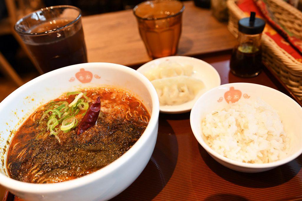 極上担々麺 香家の「香家メンズセット」1000円(税別)、青鬼・担々麺をチョイス