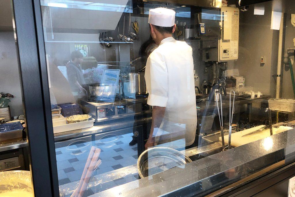 天ぷらはもちろん店内で揚げたてを提供