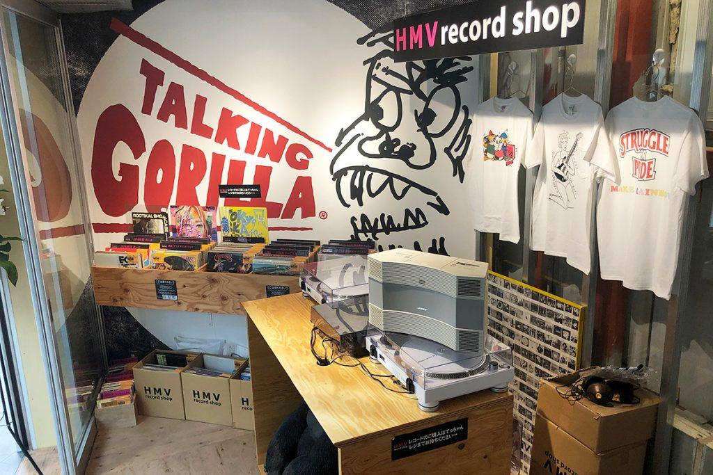 店内奥にはHMV record shopのポップアップストアも展開。レコードが並び、DJ機材も揃っています