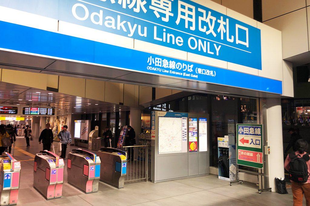 小田急線東口、向かって右側に「アイカサ」は設置されています
