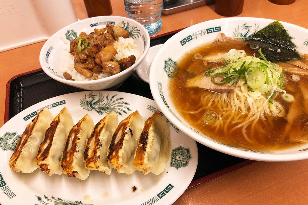 中華そば、やきとり丼+餃子セット830円(税込)
