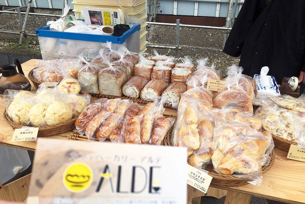 食べ歩きに最適なパンの販売