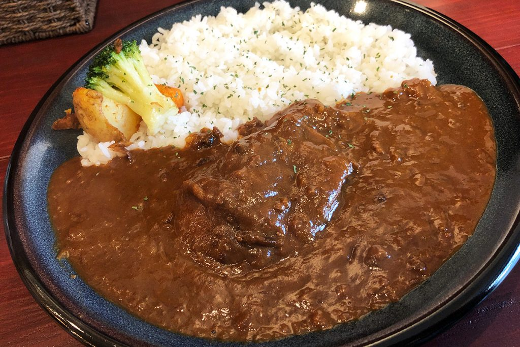 E-itou Curryの「元祖伊東さんのカレー・煮込みチキンカレー」970円(税込)
