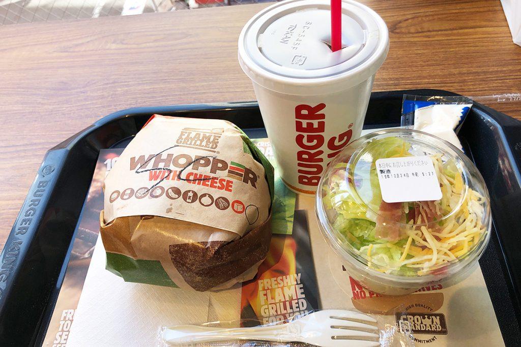 『スノーチーズワッパー® 』セット、ポテトはサラダにチェンジしてもらい1090円(税込)