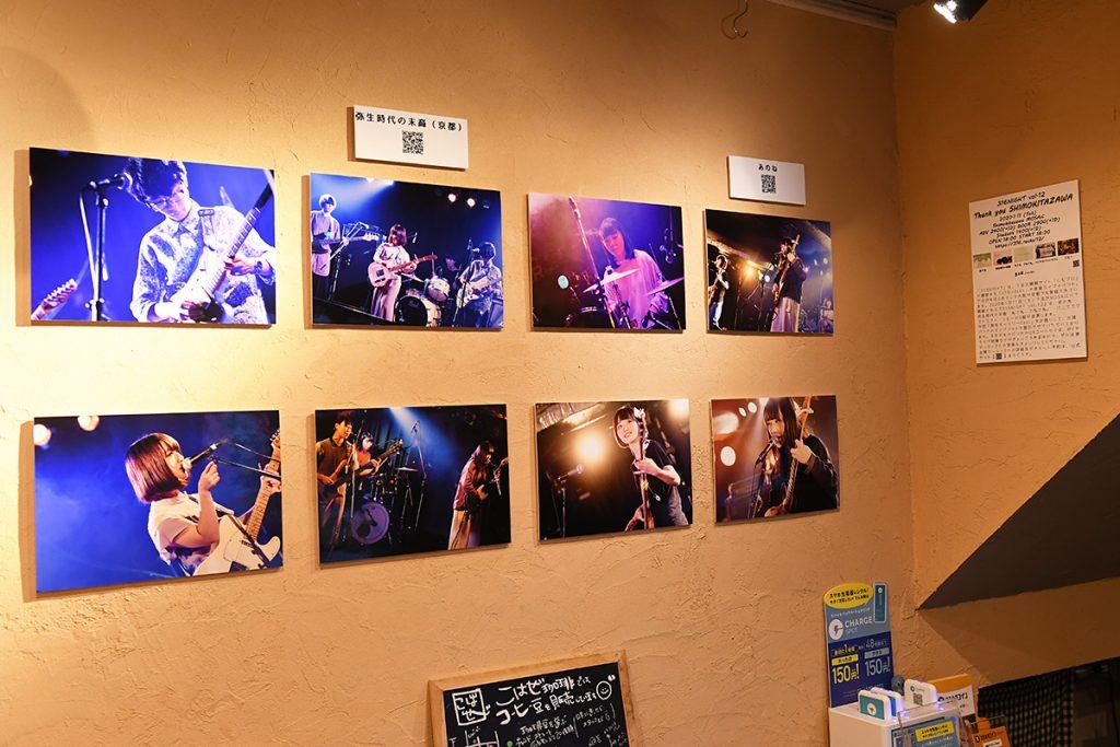 1月11日に開催するイベントに出演するアーティストの写真を展示