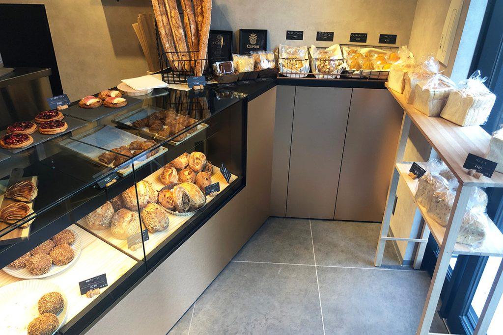 店内には「クピド!」のパンが並びます