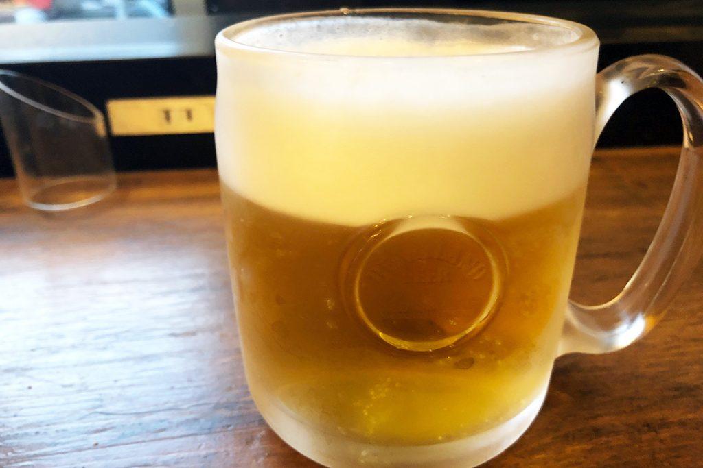 この日の一軒目なので、まずはビールで