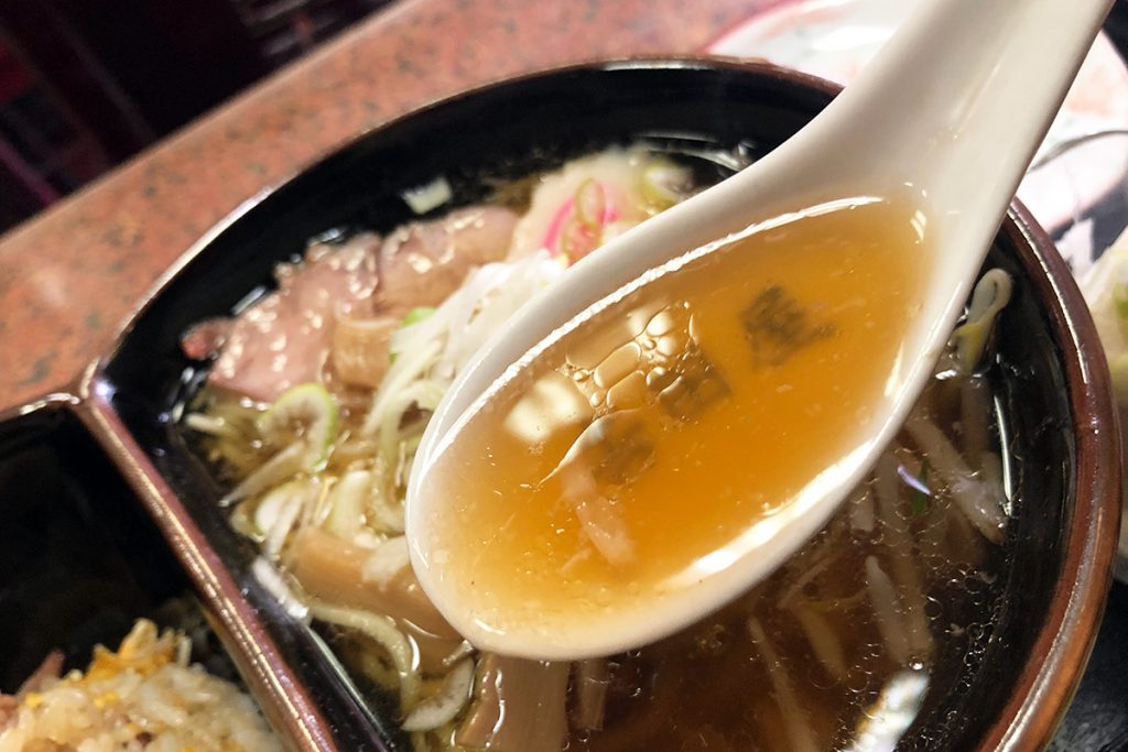ザ・中華そば、という雰囲気満載のスープ