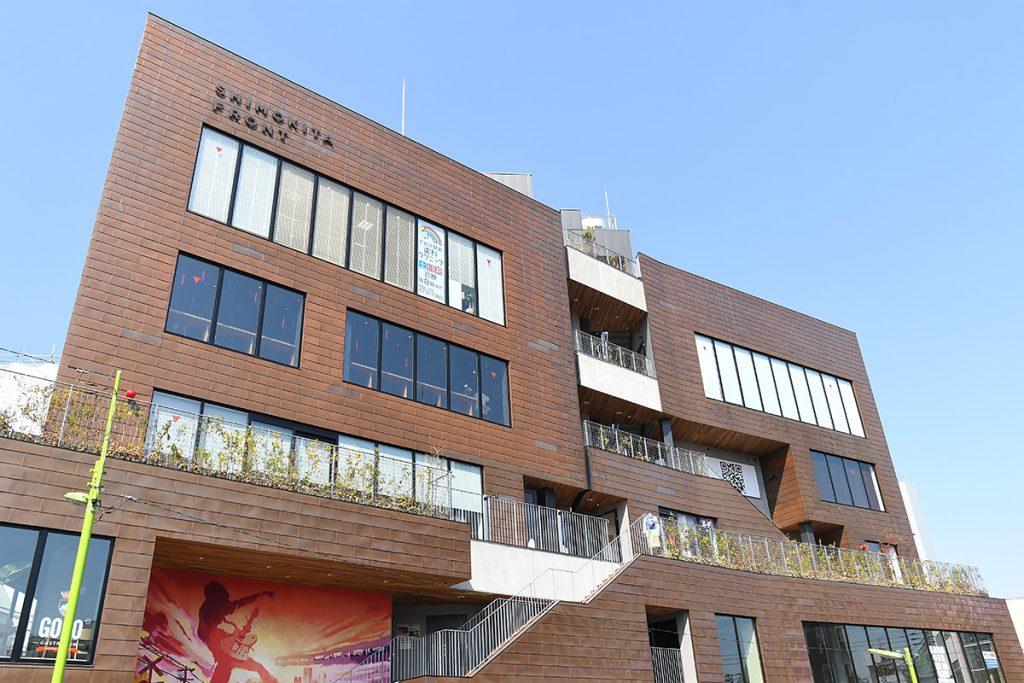 SHIMOKITA FRONTの4階、歯医者さんの下に位置する「FLIGHT LOUNGE」