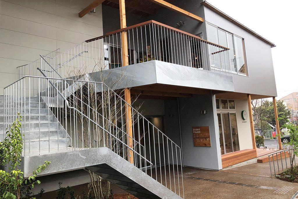 さらに1階にはギャラリースペースもあります。そして、階段から2階へ