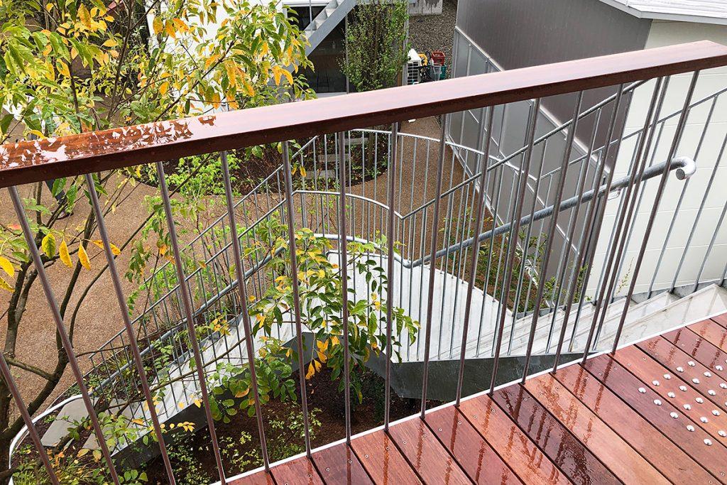 SOHO棟が並ぶ中庭的な存在の「PARK」に抜けられる階段がありました