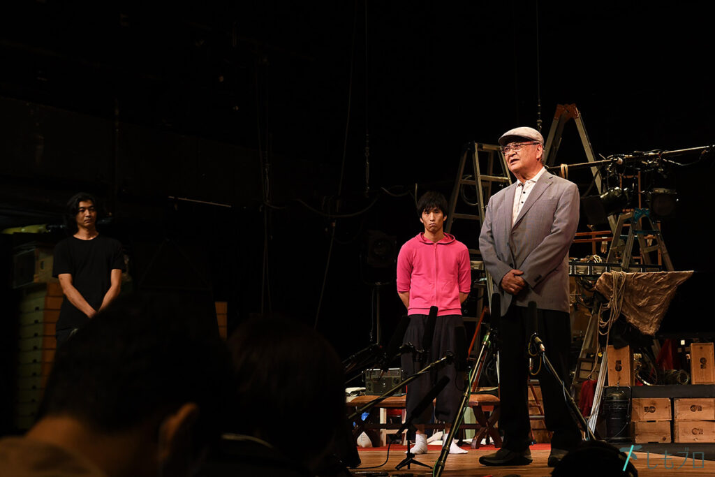 本多劇場グループの本多一夫さん(写真右)、総支配人の本多愼一郎さん(写真左)