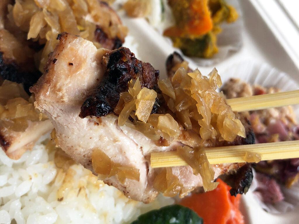 「お肉の発酵たまねぎ漬け」は、ボリュームのあるお肉にしっかりと味が染み、クセになる味わい