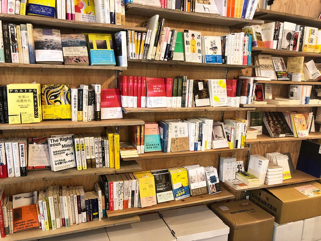 さらには、書籍も並んでいます