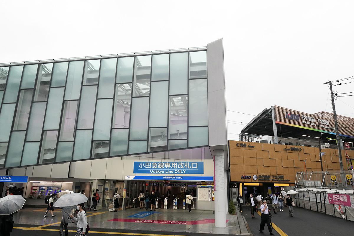 6月22日梅雨空の下北沢駅前