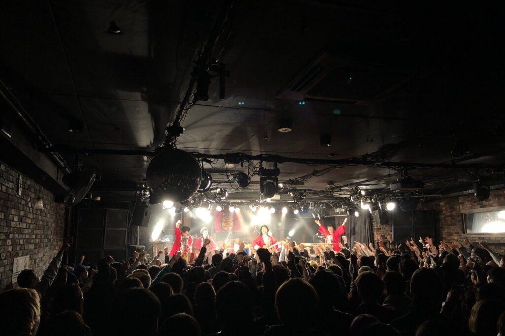 下北沢にて'19大トリのTHEラブ人間。また、ライブハウスでこんな景色を見ることができる日を心待ちにしています