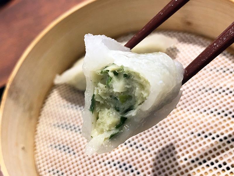 ぎっしり餡の詰まった「蒸し餃子」290円(税別)も本格的でとても美味しい