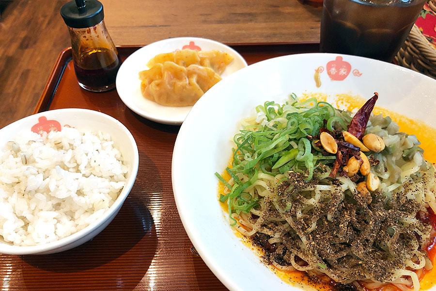 「冷やし 麻辣・汁なし担々麺」の香家メンズセット1100円(税別)