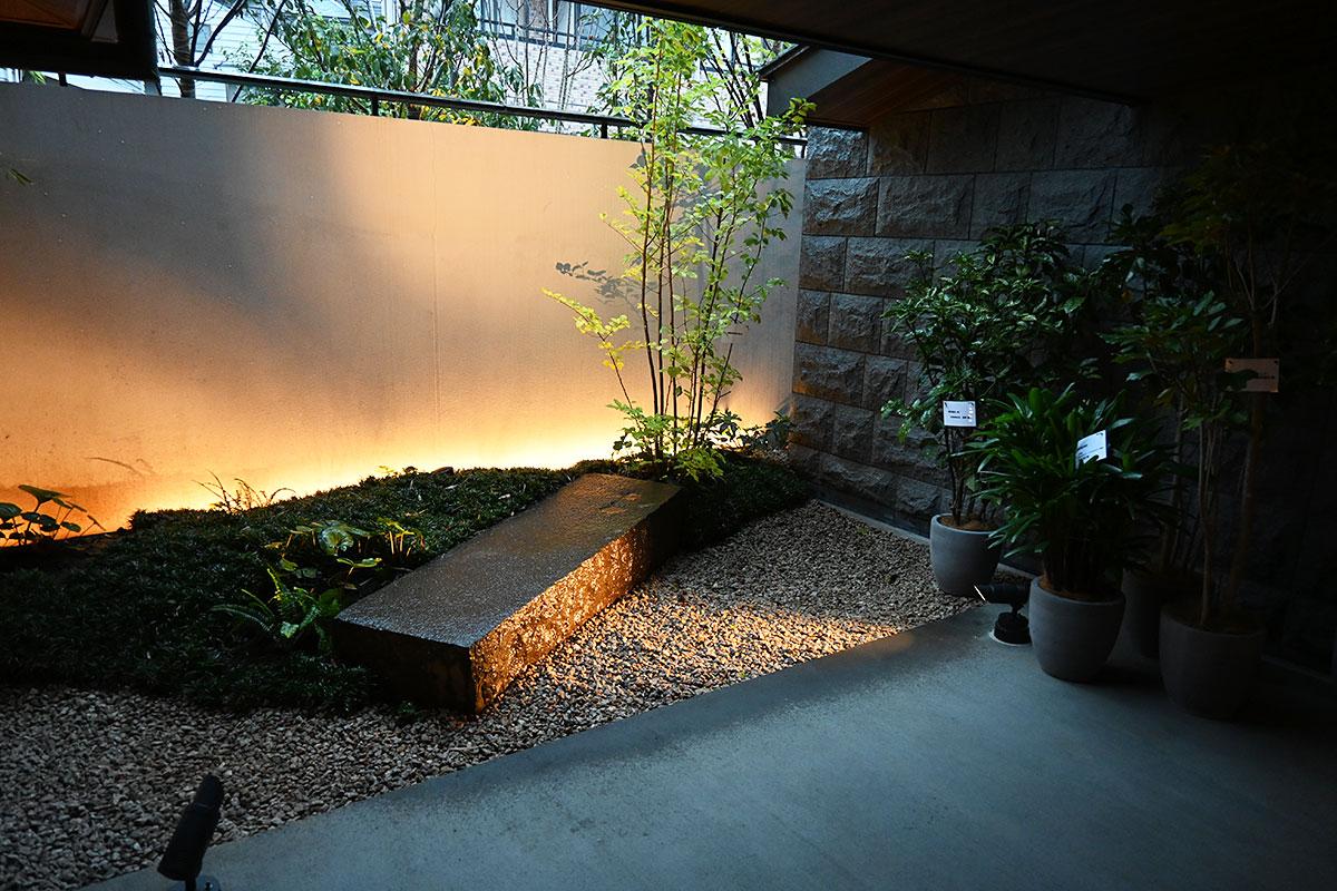 そして、庭園を望む