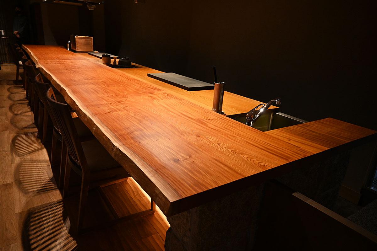 料理人との会話を愉しむことができるカウンター席