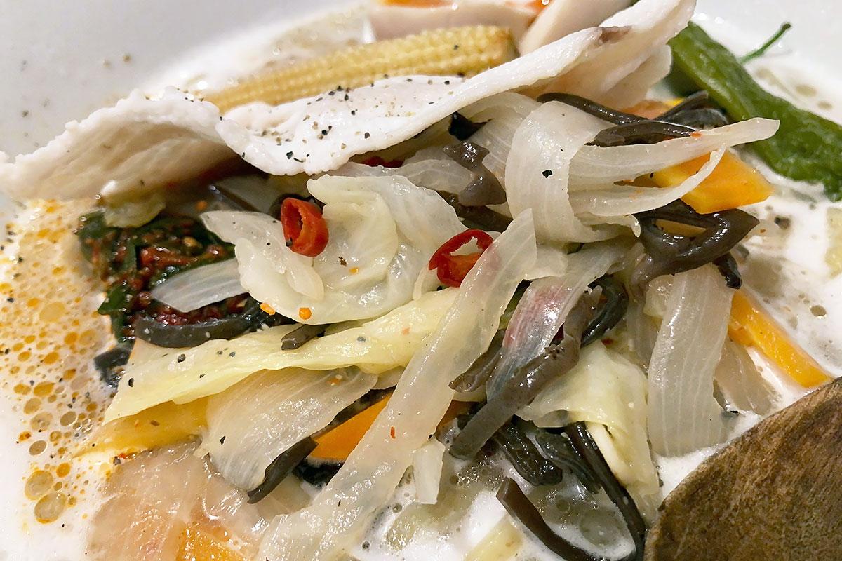 キャベツ・ニンジン・タマネギ・キクラゲ、めっちゃタンメン的お野菜